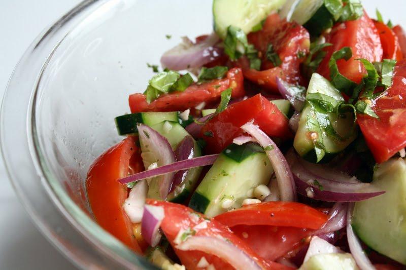 Простые салаты с огурцами и помидорами